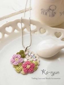 お花のクッキーネックレス