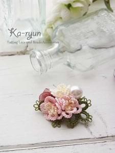 立体花のブローチ・ピンク