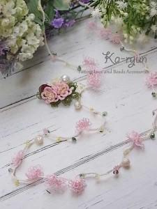 小花のロングネックレス