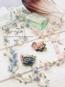 ぷっくりお花のブローチ&小花のロングネックレス