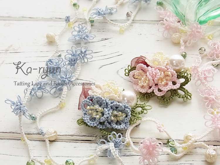 ぷっくり花のブローチと小花のロングネックレス