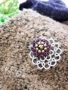 ビーズ刺繍ブローチとタティングモチーフ