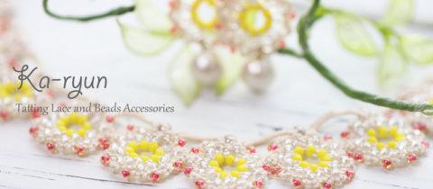 花飾りのネックレスとピアス